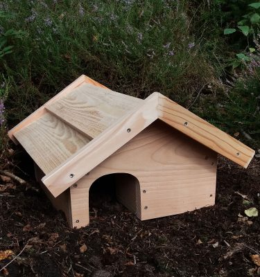 Pindsvinehus med vindfang og god plads