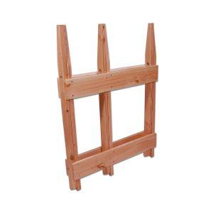 Sammenklappet savbuk fremstillet af Dansk lærketræ. Savbukken kan med lethed opbevares i skuret når den er klappet sammen